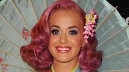 Mantenna- Lady Gaga and Katy Perry Win Big at MTV VMAs