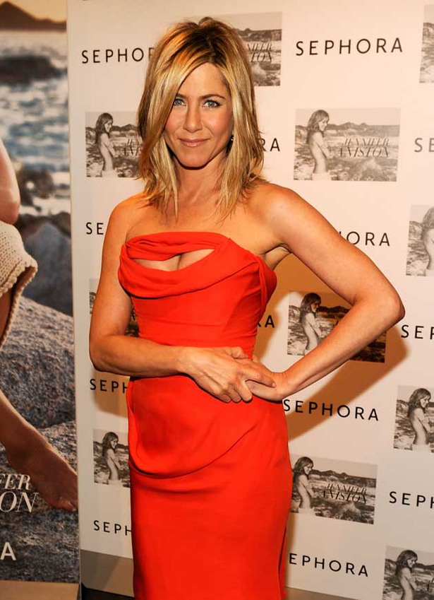 Jennifer Aniston is Racy in Red
