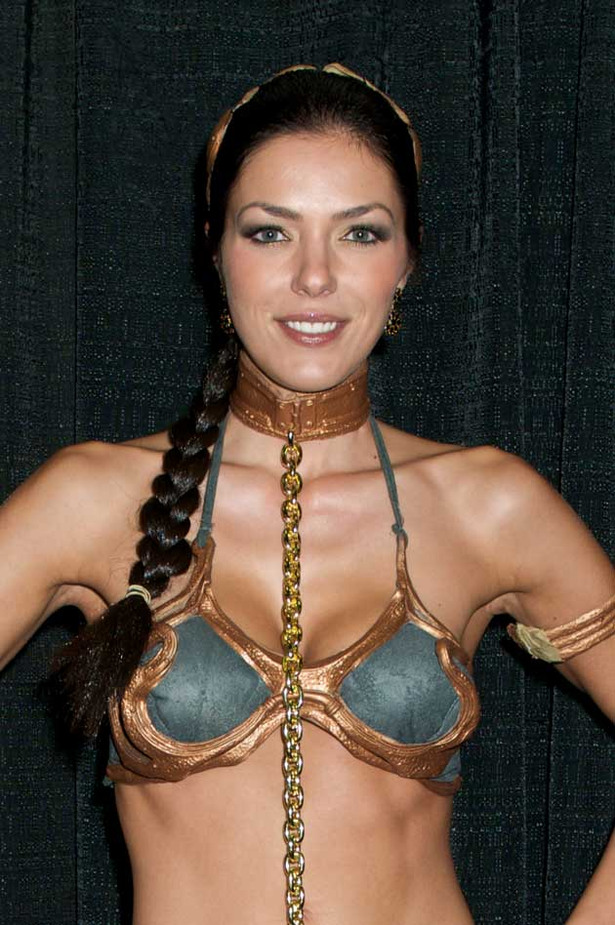 Adrianne Curry is a Sexy Slave Leia