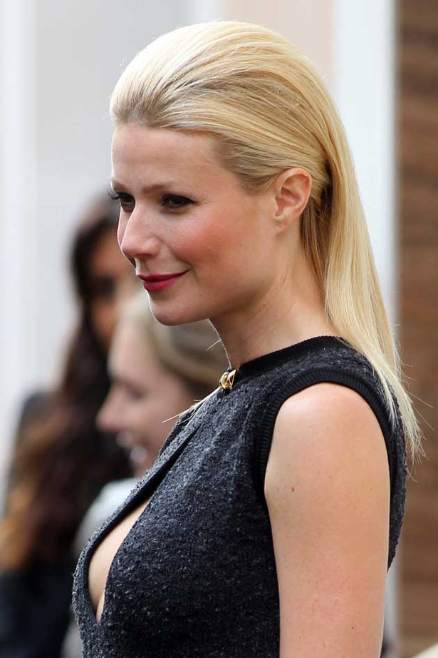 Gwyneth Paltrow is Classy and Cleavagey